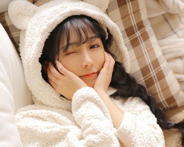 亚洲成年人深夜播放亚洲风情短片看上瘾了?