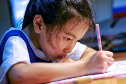孩子上学成绩越来越差了要怎么办?