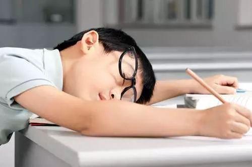 小孩上课时注意力不集中 老是走神发呆要怎么办?